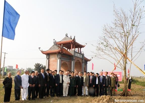 Các đại biểu tham dự buổi lễ chụp ảnh lưu niệm sau